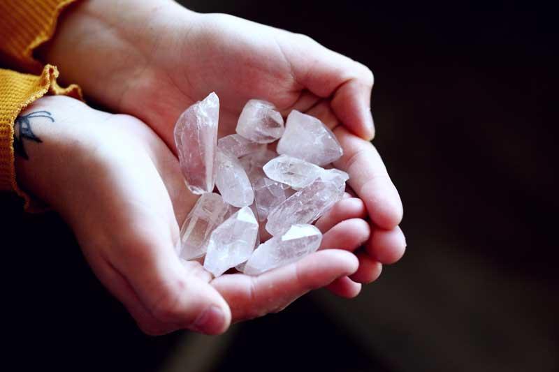 Los efectos piezoeléctricos de los cristales de cuarzo y la sanación