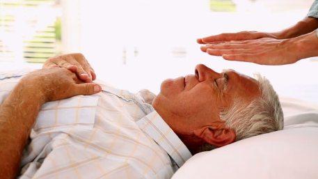 Mejorar la calidad de vida en la andropausia con reiki y terapias alternativas