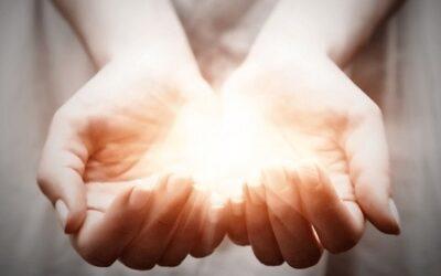 Sanación por imposición de manos y energías alrededor del mundo